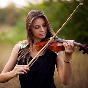 Die Dame lernt Geige Violine