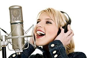 der Sänger singt