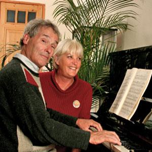 Opa spielt Klavier
