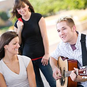 Gitarre spielen mit Musikschule zu Hause