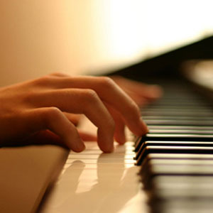 Klavier spielen mit Musikschule zu Hause
