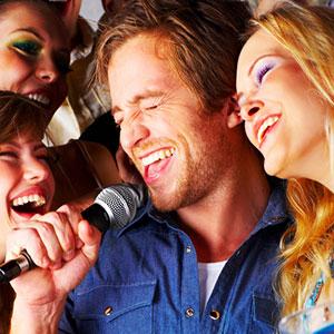 lernen, in ein Mikrofon zu singen