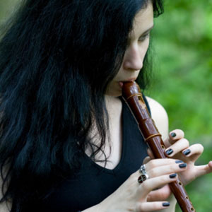 Die Dame lernt die sopran Blockflöte